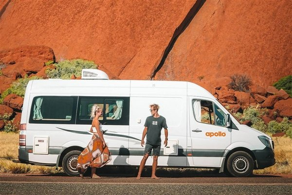 Couple parked in front of Uluru in the Apollo Euro Tourer